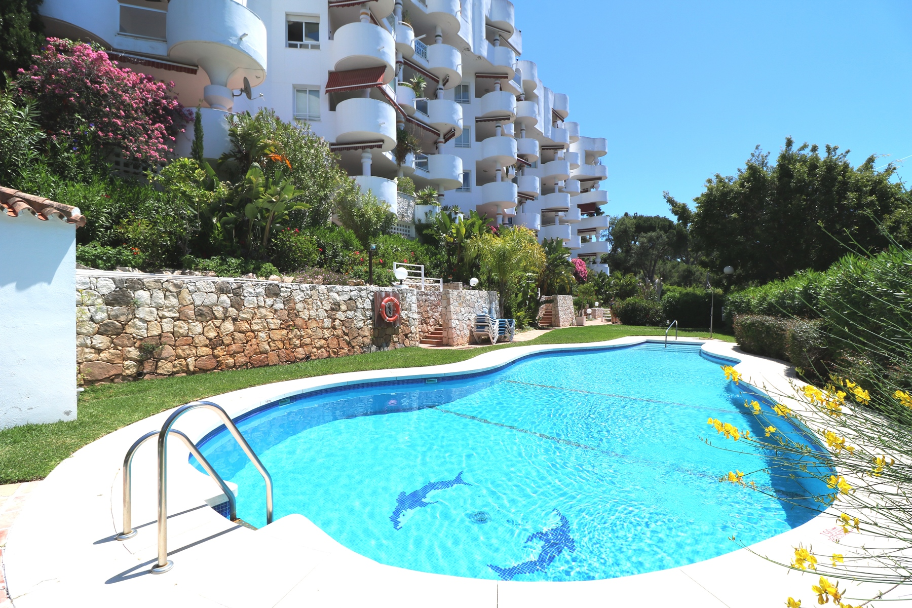 MIDDLE FLOOR APARTMENT IN RIO REA GOLF