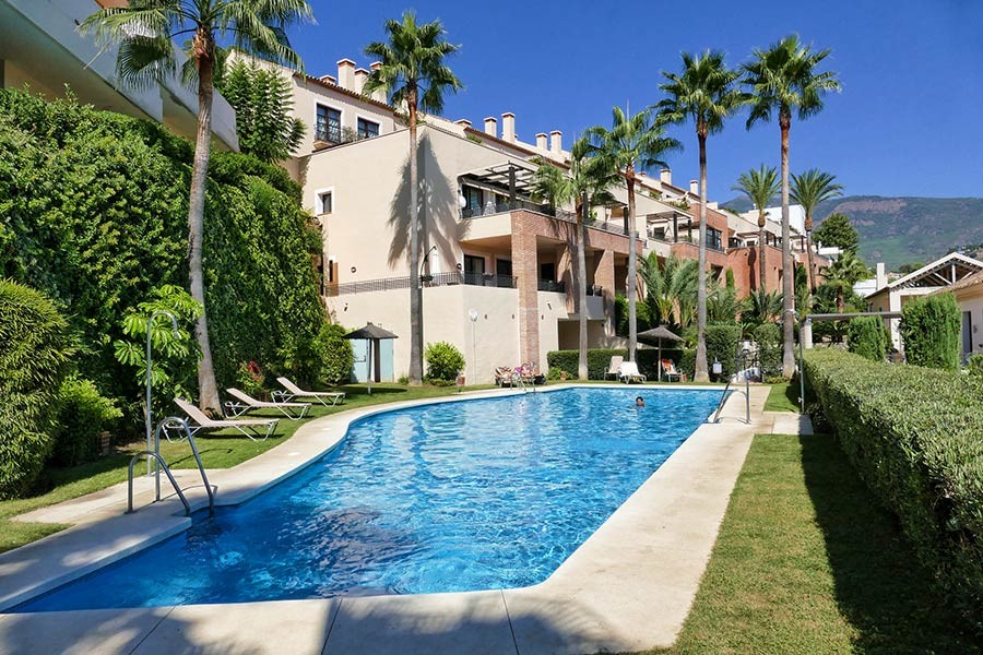 APARTMENT MDDLE FLOOR IN EL CASAR- BENAHAVIS