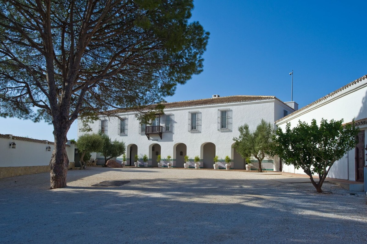 WONDERFUL ANDALUSIAN FARMHOUSE IN FUENGIROLA