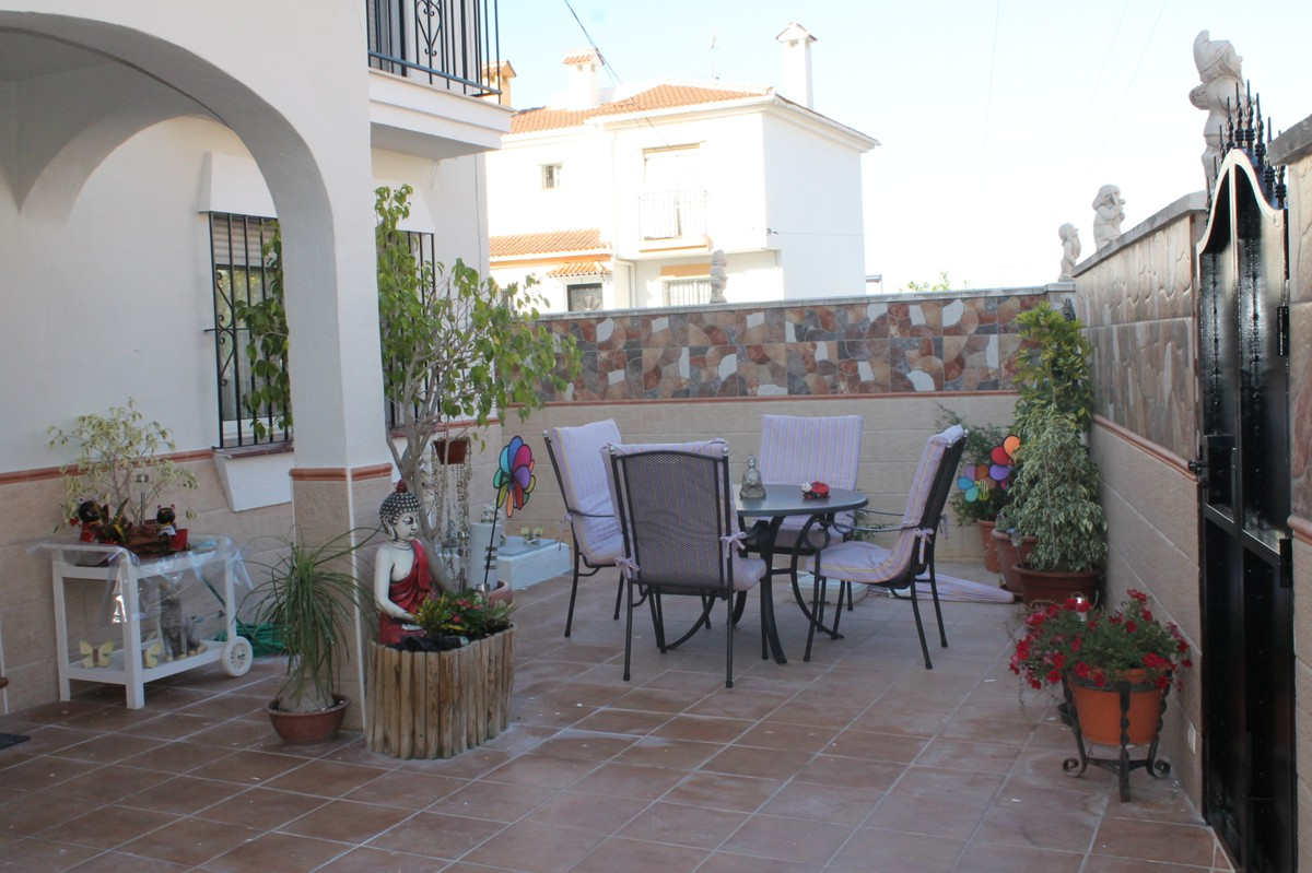 TOWNHOUSE IN LOS PACOS – FUENGIROLA