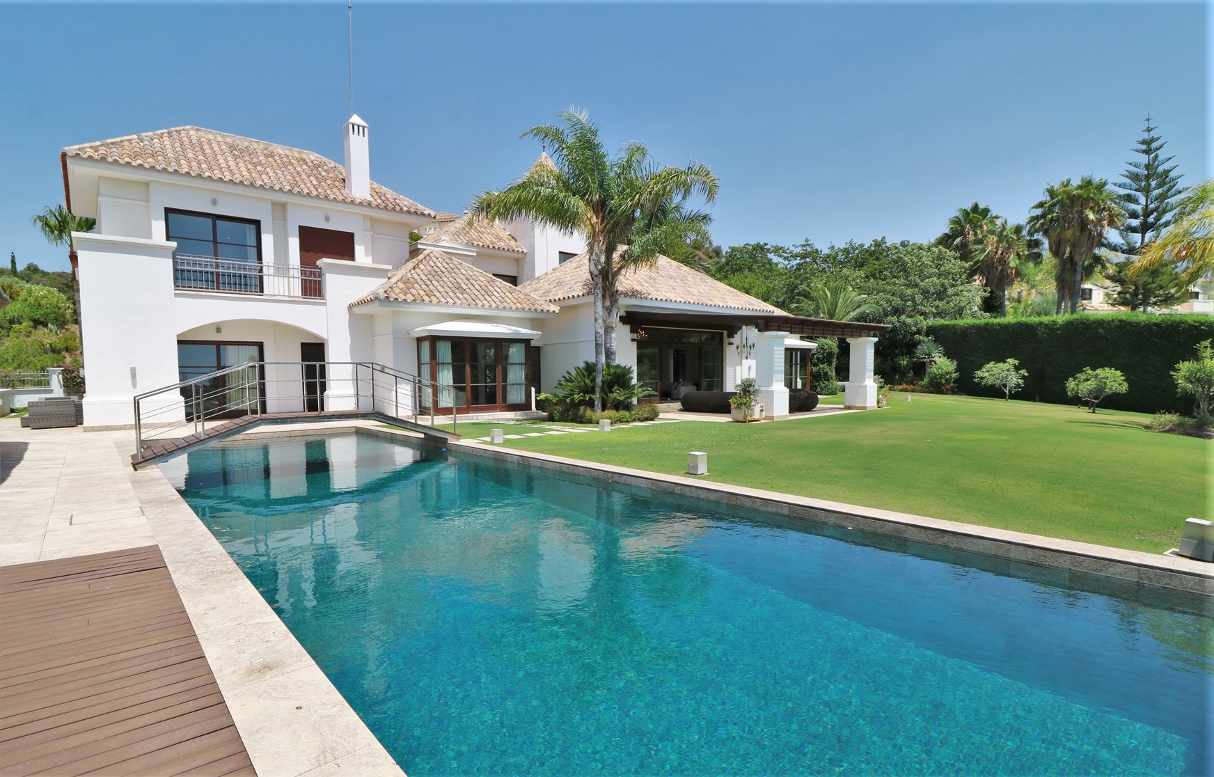 LUXURY VILLA IN BENAHAVIS