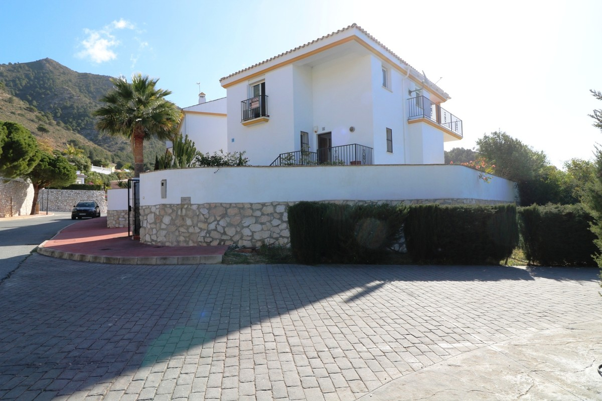 BEAUTIFUL TOWNHOUSE IN MIJAS